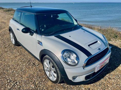£8,982 Mini 1.6 Cooper S 3dr with Full Leather, 17'' Alloys, Low Mileage, Sat Nav