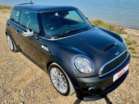 £7,982 Mini 2.0 Cooper S D 3dr JCW body kit and wheels, Full Leather FSH