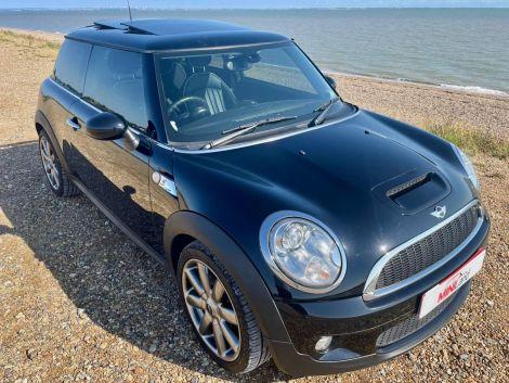 £7,892 MIni 1.6 Cooper S 3dr Auto, Pan Sunroof, Lounge Leather, Sat Nav, FSH Black