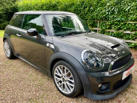 £8,982 Mini 1.6 Cooper S 3dr with Full Leather, JCW Body Kit and JCW 17'' Alloys