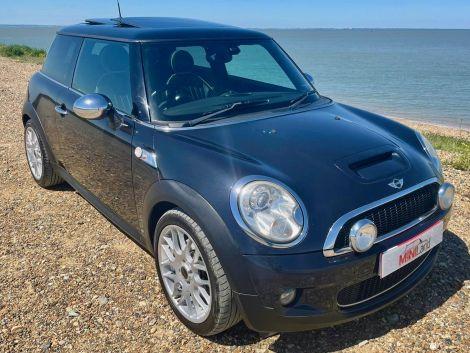 £5,982  Mini 1.6 Cooper S 3dr Leather, Panoramic Sunroof 17'' Alloys, Sat Nav, Black