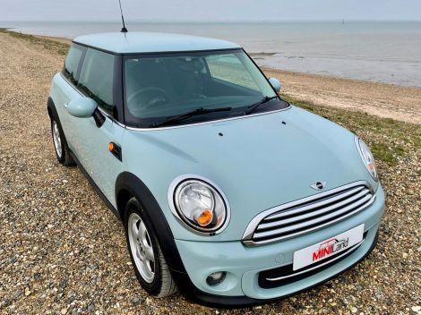 £6,482 Mini Cooper 1.6 Automatic in Ice Blue