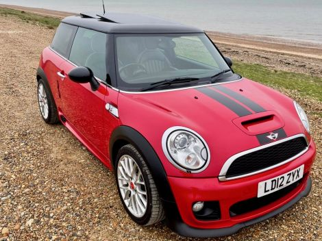 £8,982  - Mini 2.0 Cooper S D 3dr Auto JCW body kit and wheels, Full Leather FSH