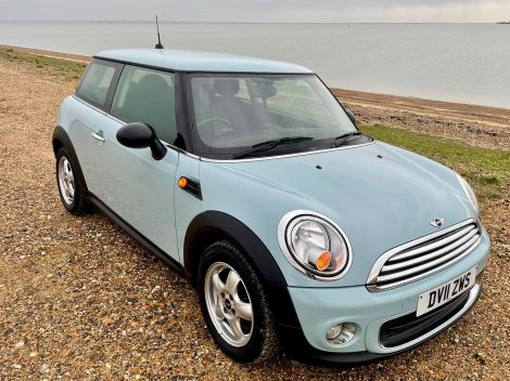 £4,982 1.6 One 3dr petrol in ice blue / baby blue, FSH