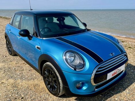 £8,982 Mini 1.5 Cooper 5dr with FSH and Full Grey Lounge Leather
