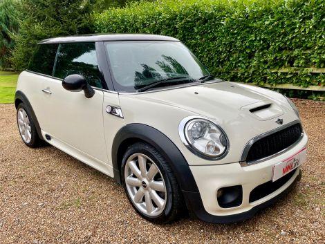 £5,982 Mini 1.6 Cooper S 3dr, White, Full Lounge Leather, JCW Body Kit, FSH