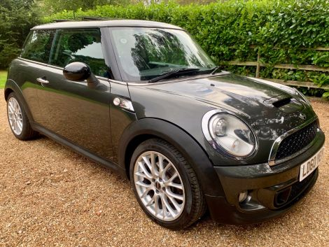 Mini Cooper S with Full Leather, Panoramic Sunroof, and 11 Mini Service Stamps